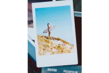 [photo] 여성 서퍼의 와이드 뷰 사진에 포토 인 포토 2 프레임 추가