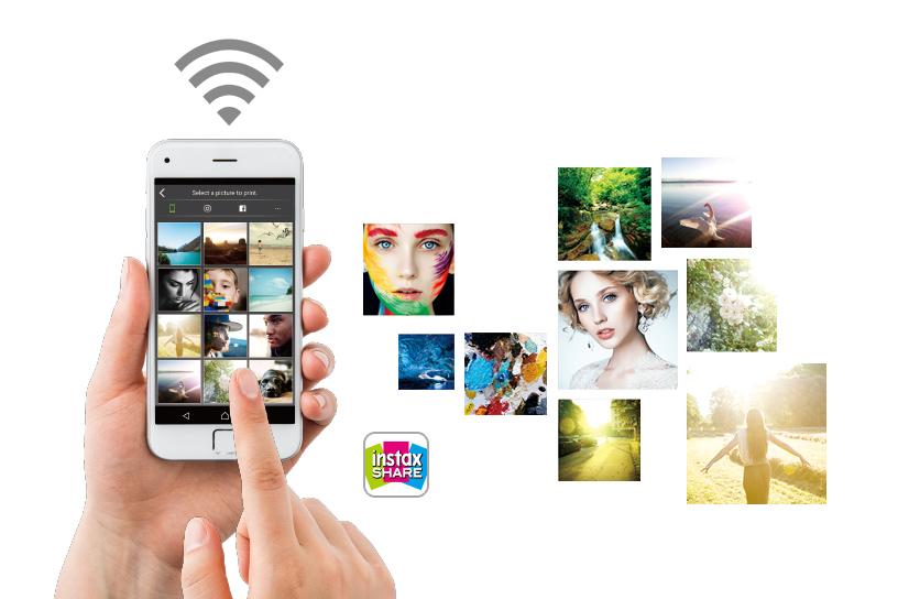 [photo] 인스탁스 쉐어 SP-3에서 스마트폰 사진을 시뮬레이션하는 아이폰을 들고 있는 손