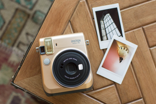 [photo] Instax Mini 70 in stardust gold on wooden table