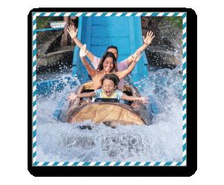 [photo] 물속으로 내려가는 로그 플룸라이드에 앉아 있는 가족