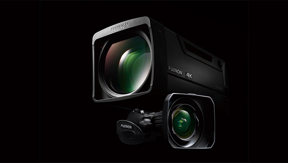 [photo] 검은색을 배경으로 다른 렌즈 위에 쌓여 있는 FUJINON 방송용 렌즈