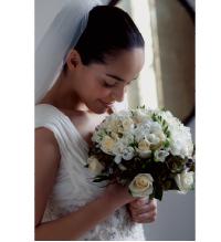 [image]Un-enhanced photo of bride holding bouquet