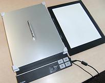 [사진] 스캐너에 UVSCALE을 설정하고(권장 모델) 컬러 샘플을 스캔합니다.