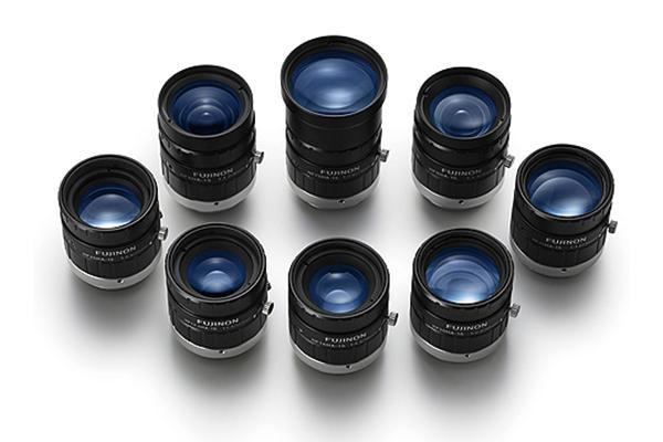 [사진] 수직으로 세워진 HF-HA-1S 시리즈 렌즈를 둥글게 모아놓은 모습