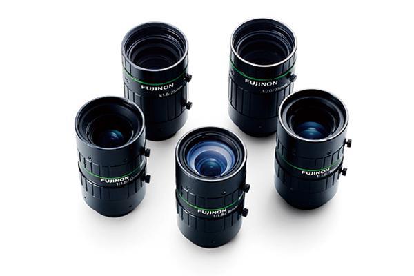 [사진] 수직으로 세워진 HF-12M 시리즈 렌즈를 둥글게 모아놓은 모습