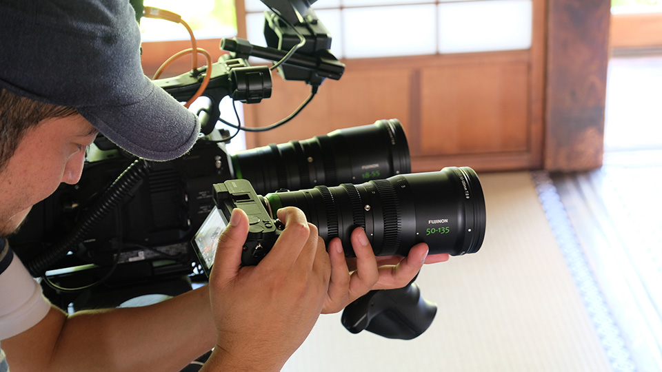 [photo] Tight shot of a handheld camera operator shooting on a Sony A6500 with the Fujinon 50-135mm lens