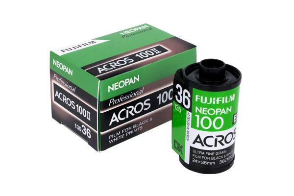 [foto] Neopan 100 Acros II Film junto à sa caixa