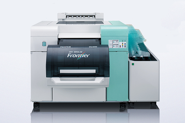 [photo] Front view of Frontier DL 600 Dry Minilab with Frontier logo displayed on machine