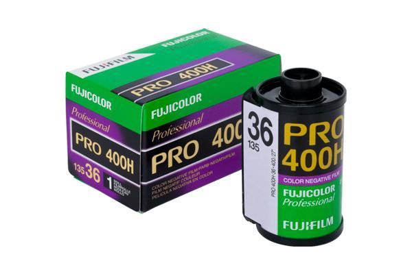 [photo] Fujicolor PRO 400H Film next to it's box
