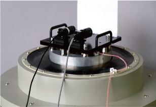 [photo] Vibration test machine with equipment and wires attached to machine
