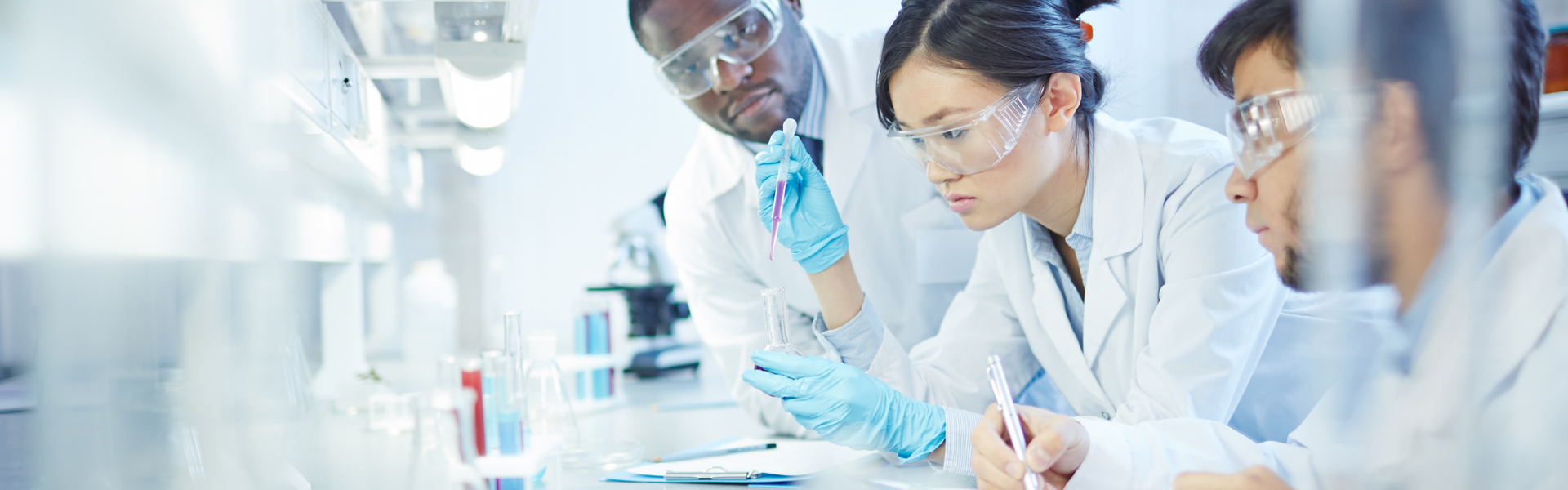 [photo] Scientists in lab setting