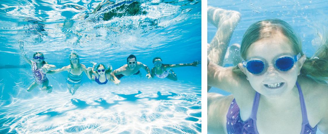 [photo] Một gia đình đang nắm tay nhau dưới nước, cận cảnh là một bé gái đang mỉm cười